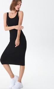 Czarna sukienka House dopasowana