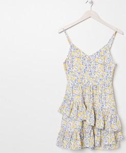 Sukienka Sinsay w stylu casual mini z dekoltem w kształcie litery v