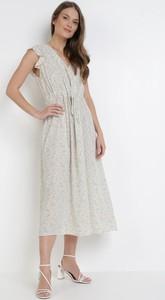 Miętowa sukienka born2be z dekoltem w kształcie litery v bez rękawów