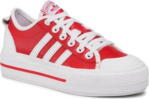 Czerwone trampki Adidas na platformie