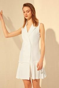 Sukienka Trendyol z dekoltem w kształcie litery v mini bez rękawów