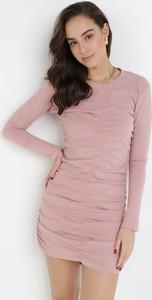 Różowa sukienka born2be w stylu casual z okrągłym dekoltem mini