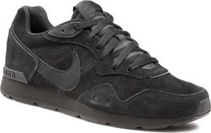 Czarne buty sportowe Nike z zamszu sznurowane