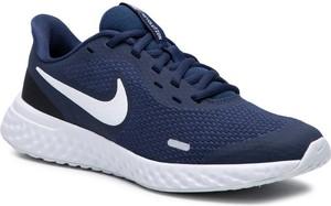 Buty sportowe Nike sznurowane z płaską podeszwą revolution