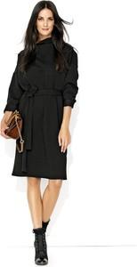 Sukienka Makadamia z długim rękawem w stylu casual midi