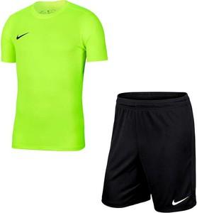 Dres Nike w sportowym stylu