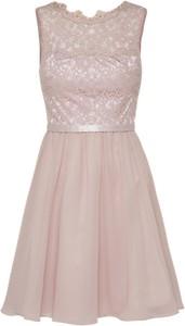 Różowa sukienka laona