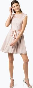 Różowa sukienka Swing z krótkim rękawem trapezowa