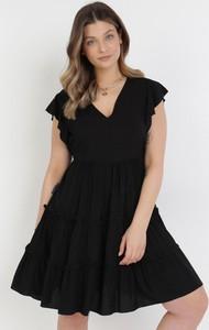 Czarna sukienka born2be z dekoltem w kształcie litery v mini z krótkim rękawem