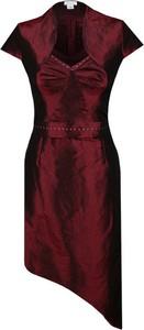 Czerwona sukienka Fokus z krótkim rękawem z dekoltem w kształcie litery v mini