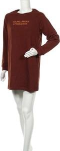 Czerwona sukienka Bershka z długim rękawem