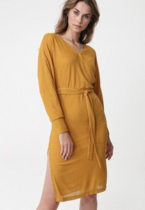 Żółta sukienka born2be z długim rękawem w stylu casual