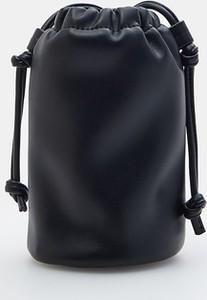 Czarna torebka Mohito w stylu casual matowa