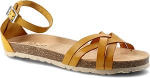 Żółte sandały Yokono w stylu casual ze skóry z klamrami