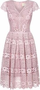Różowa sukienka Swing Polish Fashion Concept z krótkim rękawem mini