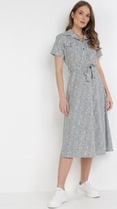Sukienka born2be z okrągłym dekoltem z krótkim rękawem w stylu casual