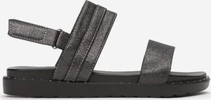 Sandały Multu z klamrami z płaską podeszwą ze skóry
