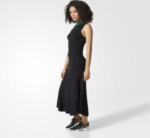 Czarna sukienka Adidas w sportowym stylu z bawełny