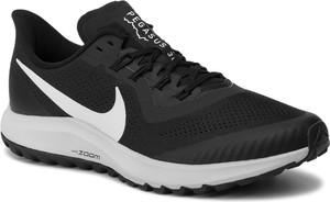 Czarne buty sportowe Nike zoom sznurowane