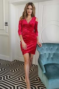 Czerwona sukienka B&b Studio z długim rękawem mini z weluru