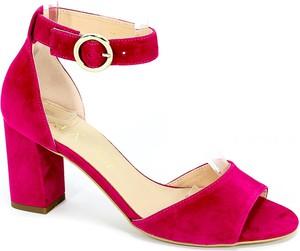 Czerwone sandały Sala z klamrami na słupku ze skóry