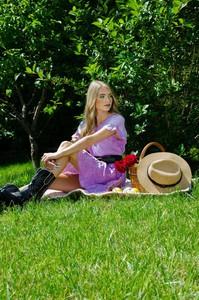 Fioletowa sukienka Olika w stylu casual z krótkim rękawem