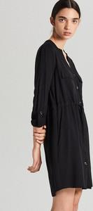Czarna sukienka Cropp w stylu casual mini z dekoltem w kształcie litery v