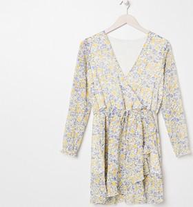 Sukienka Sinsay z dekoltem w kształcie litery v mini z długim rękawem