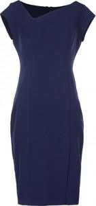 Niebieska sukienka VISSAVI z asymetrycznym dekoltem dopasowana