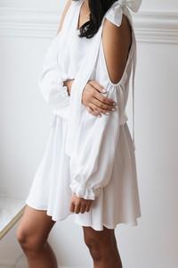 Sukienka Laurella midi z długim rękawem w młodzieżowym stylu