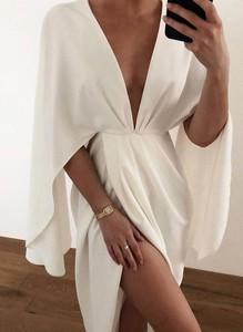 Sukienka Sandbella z dekoltem w kształcie litery v mini