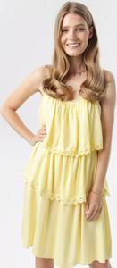 Żółta sukienka born2be mini w stylu casual bez rękawów