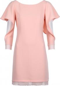 Różowa sukienka VISSAVI mini z długim rękawem z dekoltem w łódkę