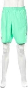 Zielone spodenki Under Armour w sportowym stylu