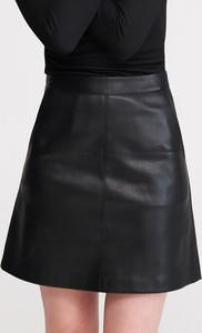Czarna spódnica Reserved w rockowym stylu ze skóry