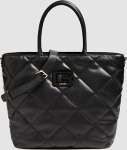 Czarna torebka Guess pikowana ze skóry