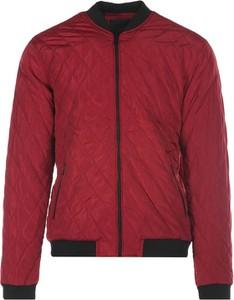 Czerwona kurtka born2be w stylu casual krótka