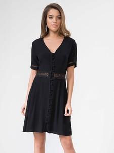 Czarna sukienka Urban Touch z dekoltem w kształcie litery v mini