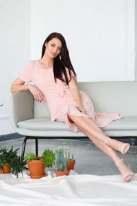 Różowa sukienka butik-choice.pl z okrągłym dekoltem w stylu casual mini