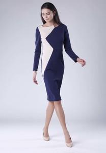 Sukienka Nommo w stylu casual z długim rękawem dopasowana