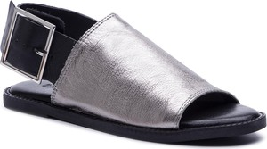 Sandały Inuovo z klamrami