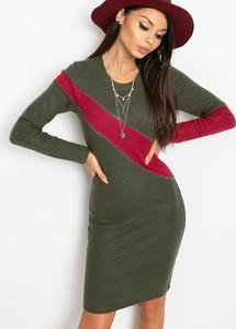 Zielona sukienka Sheandher.pl dopasowana w stylu casual