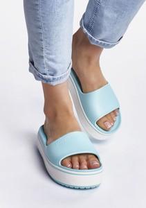 e8d8e414168ac Niebieskie klapki Crocs w stylu casual na platformie