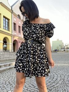 Czarna sukienka Miley.pl w stylu casual mini