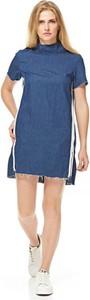 Niebieska sukienka Glamorous z golfem z krótkim rękawem mini