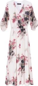 Różowa sukienka ECHO z tkaniny z długim rękawem maxi