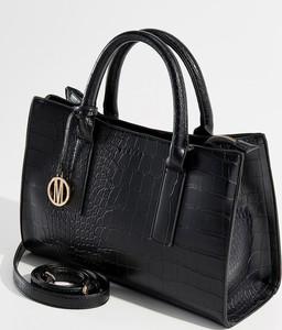 Czarna torebka Mohito z breloczkiem średnia