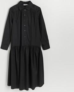 Czarna sukienka Reserved z kołnierzykiem z długim rękawem