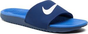 Niebieskie klapki Nike z płaską podeszwą