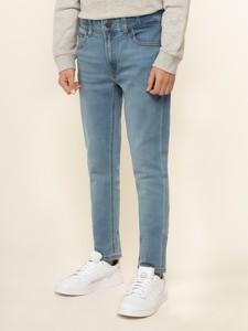 Niebieskie jeansy Tommy Hilfiger w street stylu
